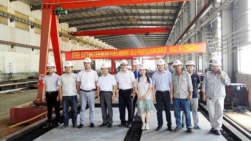 Nantong Tongbao Shipbuilding Cuts Steel for 5,400DWT Self Propulsion Barge